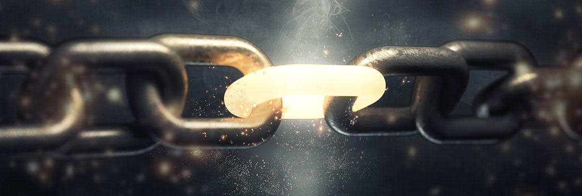 Close up of link chain with middle link glowing - SEO Strategy Blog